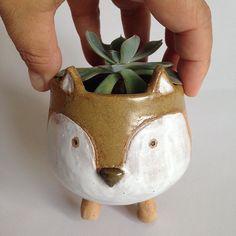 Mini vaso novo, adorando a raposinha. #ceramica #pottery #minivaso #raposa