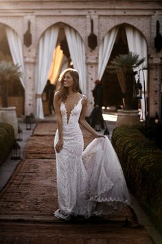 Amani - Alegria - Bridal Dresses - Galia Lahav This Moroccan backdrop needs a dream wedding gown like our beautiful and elegant mermaid dress with with its plun. Western Wedding Dresses, Top Wedding Dresses, Princess Wedding Dresses, Bridal Dresses, Wedding Gowns, Lace Wedding, Event Dresses, Bridesmaid Gowns, Occasion Dresses
