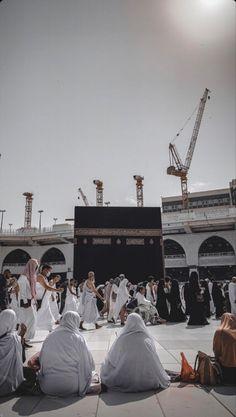 Mecca Wallpaper, Islamic Wallpaper, Islamic Images, Islamic Quotes, Mecca Kaaba, Masjid Al Haram, Mekkah, Aesthetic People, Islamic Calligraphy