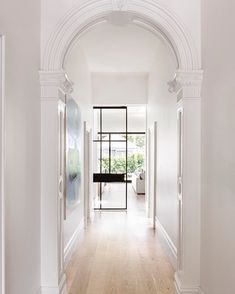 Bungalow hallway ideas, victorian terrace house и hallway designs. Victorian Hallway, Victorian Terrace House, Modern Victorian Homes, Victorian Cottage, Architecture Life, Interior Architecture, Style At Home, Bungalow Hallway Ideas, Cottage Hallway