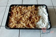 Sypaná hrnková buchta s jablky | NejRecept.cz Coconut Flakes, Lasagna, Macaroni And Cheese, Spices, Food And Drink, Ethnic Recipes, Top Recipes, Fruit Cakes, Oven