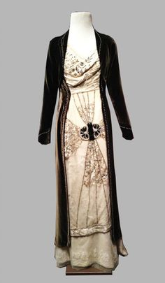 "Costume designed by Rosalind Ebbutt for Elizabeth McGovern on Downton Abbey (2010-) From Cosprop via the ""Dressing Downton"" exhibition"