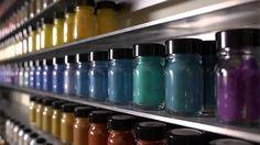 Farbenrausch weltweit - Die Firma Kremer Pigmente im Allgäu Fresco, Artist Materials, Art Supply Stores, Nespresso, Art Supplies, Coffee Maker, Mixed Media, Water Bottle, Sketch