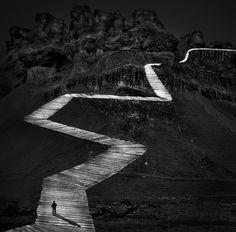 La Voie est une composition photographique de Michel Kirch, à découvrir en vidéo sur notre galerie en ligne dans le cadre de l'exposition Mémoires Visuelles