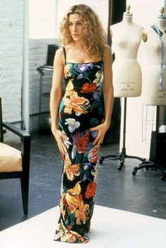 Look back at Carrie Bradshaw's ultimate Sex And The City style hits and misses, here Carrie Bradshaw Outfits, Carrie Bradshaw Style, Sarah Jessica Parker, Jeanne Damas, Dolce & Gabbana, Vanity Fair, City Outfits, Fashion Outfits, Vestidos