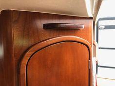 Mahoniehouten handgreep in de kajuit gemaakt  Een extra (marine) handgreep in de ingang naar de kajuit gemaakt voor extra veiligheid bij het in- en uitstappen. Marine