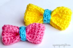 Crochet this easy, sweet little bow with a free pattern! Perfect applique for a headband, hat, or purse.