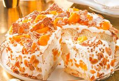 Our popular recipe for Christmas tangerine cake and over other free recipes LECKER. Beef Pies, Mince Pies, Tangerine Cake Recipes, Onion Pie, German Desserts, Chocolate Cake Recipe Easy, Homemade Pie Crusts, Flaky Pastry, Pound Cake Recipes