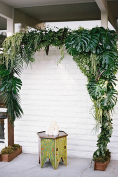 Take A Five-Minute Getaway With This Lush, Tropical Wedding Inspo #refinery29  http://www.refinery29.com/100-layer-cake/58#slide6  Venue: The Amado.