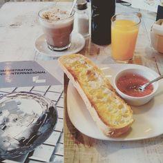 Uno de los últimos desayunos de este curso... Hoy puede ser un gran día o el mas nefasto de la semana... // Today can be a great day or the worst of the week. Even so, take one of the last breakfast