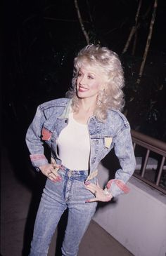 45 Vintage Dolly Parton Photos That Will Make You Want More Sequins in Your Life Dolly Parton Wigs, Dolly Parton Costume, 90s Outfit, Tights Outfit, Dolly Parton Quotes, Dolly Parton Pictures, Canadian Tuxedo, Bonnie Tyler, Country Women