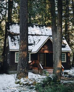 All I Need is a Little Cabin in the Woods Photos) - woods rustic cabin rustic outdoors nature mountain log cabin house home cabin in the woods cabin Little Cabin, Log Cabin Homes, Log Cabins, Cabins And Cottages, Cozy Cabin, Winter Cabin, Cabins In The Woods, Cabins In The Mountains, House In The Woods
