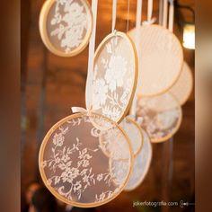 Bastidores + Renda = Combinação perfeita para uma decoração vintage! Muito fofo e fácil de fazer.  Se joga no craft!  *Foto: Joker Fotografia