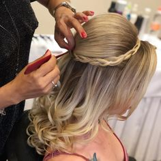 Pin by Tia Fish on Beauty - Prom Hair Styles Super Cute Hairstyles, Prom Hairstyles For Long Hair, Fast Hairstyles, Girl Hairstyles, Braided Hairstyles, Wedding Hairstyles, Medium Hair Styles, Short Hair Styles, Shortish Hair