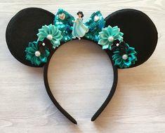Your place to buy and sell all things handmade Disney Ears Headband, Minnie Mouse Headband, Felt Headband, Mickey Mouse Ears, Ear Headbands, Disney Girls, Disney Land, Satin Flowers, Black Felt