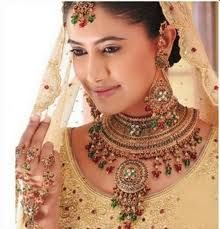 A bride always wants to look gorgeous and conscious about makeup, accessories and especially for Bridal jewelry. We share some selection of bridal jewelry. Gold Bridal Jewellery Sets, Wedding Jewellery Designs, Gold Jewellery Design, Wedding Jewelry, Gold Jewelry, Silver Necklaces, Fine Jewelry, Jewelry Making, Jewelry Rings