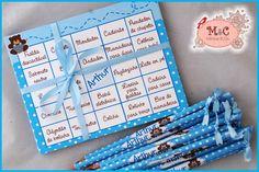 Cartelas para Baby Bingo, tema Ursinho  Poá branco e azul  Ótima opção para brincadeiras em chá de bebê, chá de cozinha, encontro de mulheres e etc.  Cartelas personalizadas com o nome da sua(o) bebe na parte central, as lacunas são com nomes de acessórios para bebês, As folhas podem ser em outros temas, na cor que desejar,  Para um jogo com 30 folhas acompanha lápis com personalização.  O tamanho é de 13x14 aprox. Impresso em papel opaline 180gr  Pedido mínimo de um jogo com 20 cartelas R$…