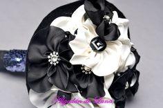 Bouquet ramo de flores de tela blancas y negras con botones y lentejuelas  606619349 algodondeluna@gmail