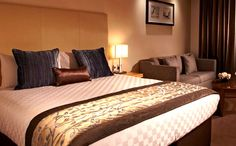 Bed and breakfasts in London and cheap hotel accommodation on budget deals. Cheap bed and breakfast in Victoria, Paddington, Bayswater and Earls Court. Discount London city accommodation at bed and breakfasts in Marble Arch, Russell Square in Bloomsbury, South Kensington, Marble Arch, Marylebone and Baker Street. Get instant confirmation for all your bookings and pay for your room when you arrive.