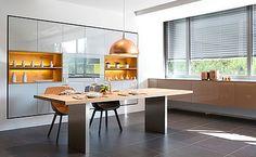 Küchenausstellung von Elbau – Inforama Showroom Warm Colors, Decorating Your Home, Modern Design, Industrial, Table, Furniture, Home Decor, Open Space, Kitchen Inspiration