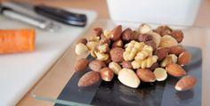 Koolsalade met appel, noten en rozijnen - Voedzaam en Snel
