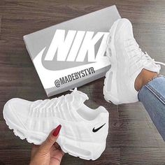 White Nike Shoes, Nike Air Shoes, White Nikes, Cool Nike Shoes, Cool Nikes, Shoes Jordans, White Sneakers, Steve Madden Schuhe, Souliers Nike
