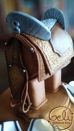 Saddle Cake detail.