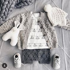 Knitted Baby Clothes, Crochet Clothes, Knitting For Kids, Baby Knitting, Baby Kids, Baby Boy, French Baby, Baby Sweater Knitting Pattern, Baby Cardigan