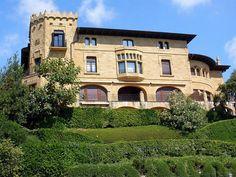 Palacio Ampuero (Foto: Zarateman) Bilbao, Basque Country, Palaces, Beautiful Homes, Scotland, The Neighbourhood, Castle, House Ideas, England