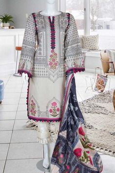 Sohaye New Summer Collection 2020 - LogicalBaat a home for News & Entertainment Simple Pakistani Dresses, Pakistani Dress Design, Pakistani Clothing, Fancy Dress Design, Stylish Dress Designs, Designer Party Wear Dresses, Kurti Designs Party Wear, Party Dresses, Wedding Dresses