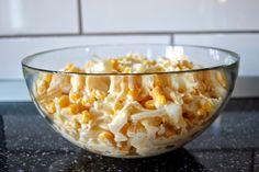 Gospodyni Miejska: Sałatka z ananasem, kukurydzą, żółtym serem i czosnkiem