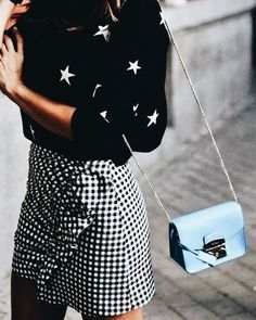 Gingham skirt and star sweater Look Fashion, Star Fashion, Winter Fashion, Fashion Outfits, Fashion Trends, Woman Fashion, Fashion Details, Summer Outfits, Casual Outfits