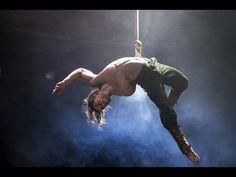 Augusts Dakteris performing straps in Bianco by NoFit State Circus Aerial Acrobatics, Aerial Dance, Aerial Silks, Aerial Hoop, Aerial Arts, Pose Reference, Drawing Reference, Circus Art, Circus Acrobat
