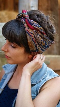Bad hair day -- what's that? Make hair scarves your fuss-free summer accessory Bandana Hairstyles, Summer Hairstyles, Chic Hairstyles, Teenage Hairstyles, Braided Hairstyle, American Hairstyles, Hairstyles 2018, Elegant Hairstyles, Hair Day