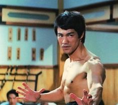 Bruce Lee Art, Bruce Lee Photos, Lee Movie, Way Of The Dragon, Kung Fu Movies, Legendary Dragons, Brandon Lee, Hard Men, Martial Artist