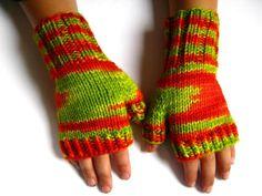 """Kinder-Armstulpen """"Hagebutten"""", Handschuhe rot von frostpfoetchen auf DaWanda.com"""