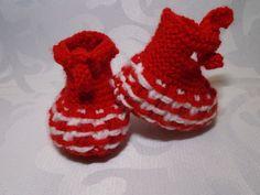 chaussons bébé chauds en laine layette rouge et blanche : Mode Bébé par bebelaine