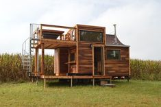 Just Powerhouse Tiny Homes for You to Daydream About - Thomas Brennholz - Just Powerhouse Tiny Homes for You to Daydream About I would make the lower level outdoor space a sunroom with sliding doors to transition from winter to summer - Tiny House Big Living, Best Tiny House, Small Room Design, Tiny House Design, Tiny House Company, Cedar Homes, Tiny Cabins, Tiny House Movement, Diy Interior