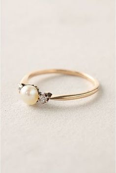 (!!) Pretty much my dream engagement ring - fresh water pearl with two diamonds on either side. I love the band as well, although I like silver much better than gold.