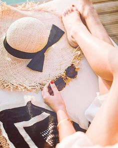 The Ocean Villa (WishWishWish) – Daily Fashion Tips Beach Photography Poses, Beach Poses, Creative Photography, Travel Photography, Happy Summer, Summer Beach, Summer Time, Couple Beach, Summer Photos