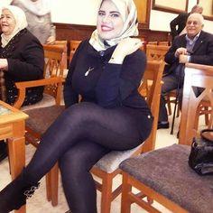 Arab Girls Hijab, Girl Hijab, Muslim Girls, Beautiful Iranian Women, Beautiful Hijab, Hot Goth Girls, Sexy Asian Girls, Hijab Chic, Curvy Girl Fashion
