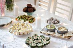 Przekąski na imprezę w domu - roladki z tortilli, kulki mocy, rolada szpinakowa, muffinki, guacamole, hummus, koreczki. Zachwycają smakiem i wyglądem. Food Design, Guacamole, Grilling, Food And Drink, Health Fitness, Snacks, Eat, Cooking, Impreza