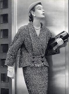 Cristóbal Balenciaga 1952 Winter Suit, Photo Pottier. Fab suit -