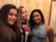 Maisa Silva e Giovanna Chaves entrevistam Demi Lovato em NY