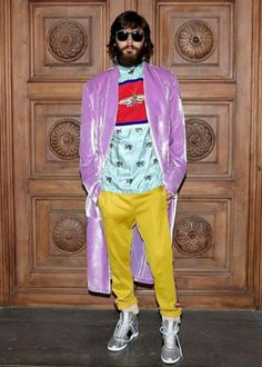 A guest at the Gucci Cruise 18 fashion show, Jared Leto in a Gucci shirt, velvet robe, jersey pants and metallic high-top Gucci Ace sneakers by Alessandro Michele. Jared Leto, Moda Instagram, Gucci Fashion, Fashion Show, Mens Fashion, Street Fashion, Queer Fashion, Fashion 2018, Boy Fashion