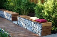 Contemporary garden seating made out of gabions- the wood softens the industrial feel a bit Garden Seating, Outdoor Seating, Outdoor Spaces, Outdoor Living, Outside Seating, Bamboo Hedge, Gabion Wall, Gabion Fence, Garden Furniture