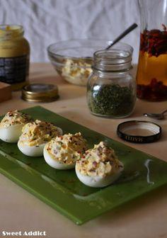Huevos rellenos --> http://www.sweetaddict.es/2016/02/deviled-eggs-huevos-rellenos.html