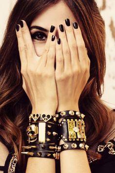 o estilo Glam Rock Black Nails Black Jewelry Glam Rock, Rock Chic, Rock Style, My Style, Estilo Rock, Estilo Glam, Club Fashion, Style Fashion, Moda Rock