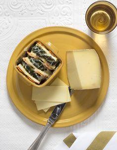 """Découvrez la préparation de la recette """"Tian de légumes d'hiver au comté"""" : Préchauffez le four à 180 °C (th. 6).Pelez le céleri et les carottes puis rincez-les avec le brocoli. Coupez tous les légumes en lamelles de 1/2 cm.Portez le bouillon de volaille à ébullition et faites-y précuire les... Finger Foods, Panna Cotta, Vegetarian Recipes, Dairy, Veggies, Appetizers, Cheese, Cooking, Ethnic Recipes"""