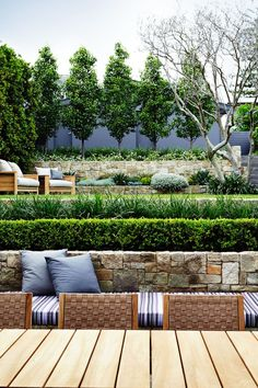 There are lots of affordable backyard landscaping ideas you can look into. For a backyard landscape upgrade, you don't need to spend so much cash to get an outdoor look that is easy and affordable. Modern Landscape Design, Modern Garden Design, Landscape Plans, Garden Landscape Design, Contemporary Garden, Bamboo Landscape, Garden Wall Designs, Minimalist Landscape, Landscape Edging